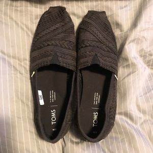 Black Arrow Embroidered Mesh Women's Classic Toms